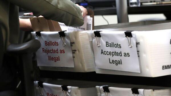 Un bulletin de vote par correspondance lors de la présidentielle américaine 2020 (archive photo) - Sputnik France