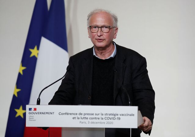 Le chef de la campagne de vaccination en France Alain Fischer