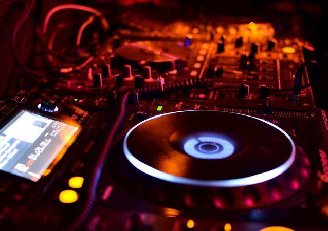 Discothèque, musique, dj (image d'illustration)