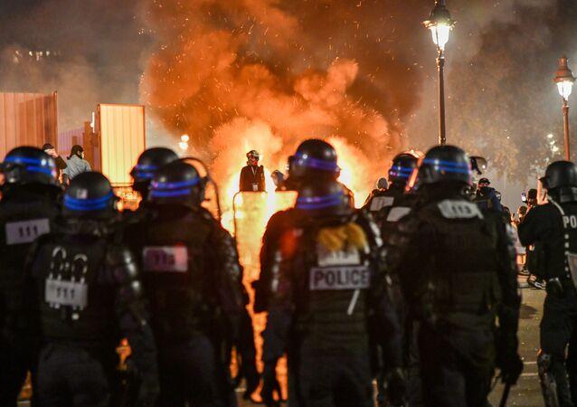 Forces de l'ordre lors d'une action contre la loi Sécurité globale à Paris, image d'illustration