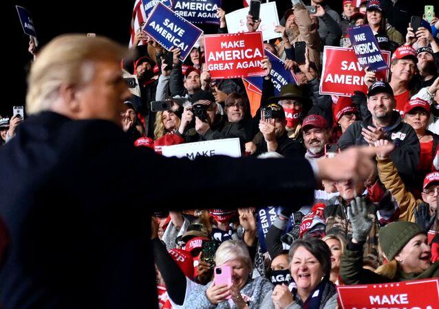 Donald Trump rencontre ses partisans dans l'État de Géorgie, le 5 décembre 2020