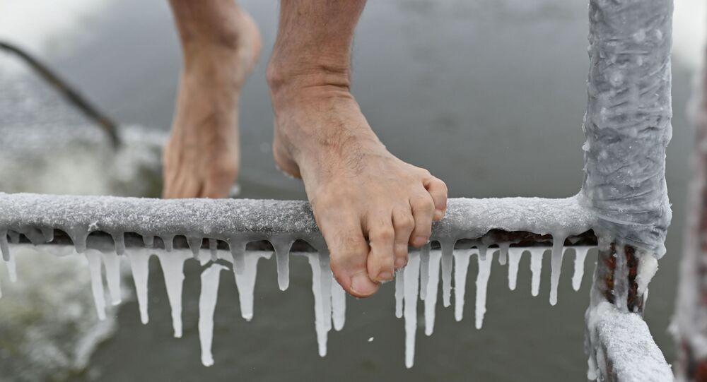 Une personne bravant le froid