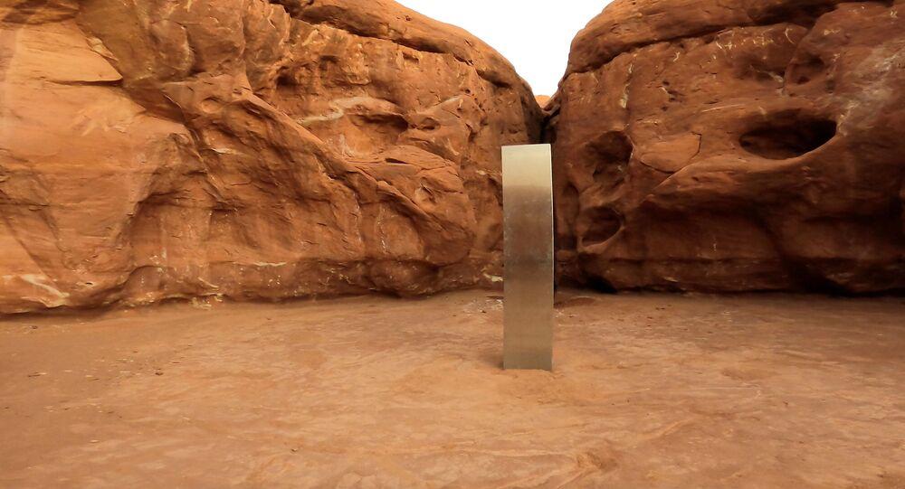 Le premier des monolithes découverts, dans le désert de l'Utah