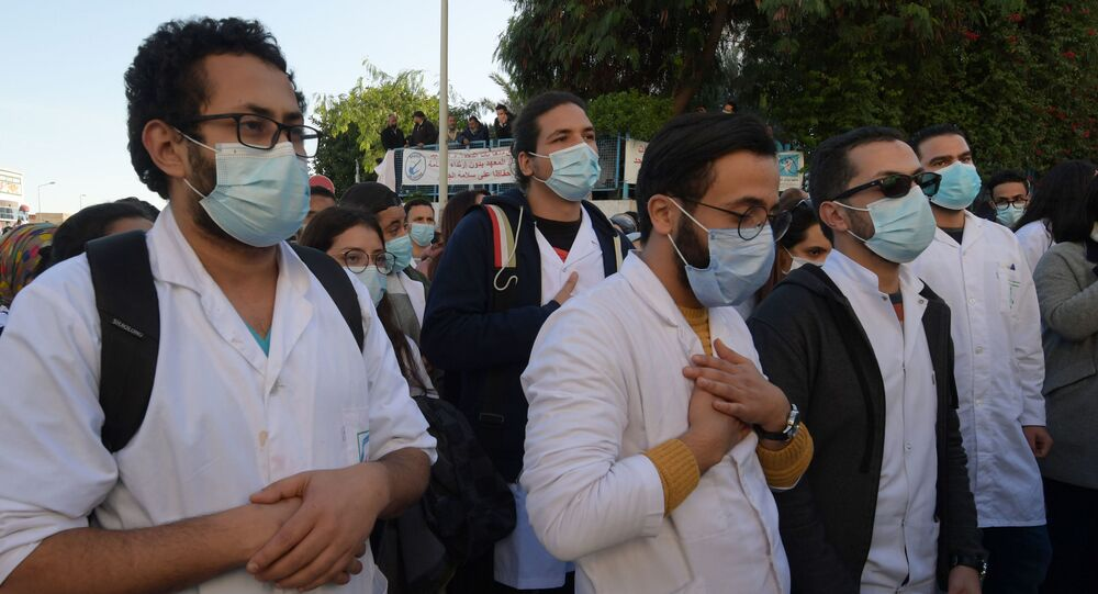 Manifestation des médecins et étudiants en médecine tunisiens après le décès accidentel d'un soignant à l'hôpital, le 4 décembre 2020.