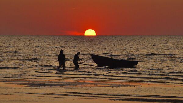 Coucher du soleil à une plage - Sputnik France