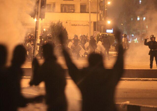 Heurts entre les manifestants et la police au Caire