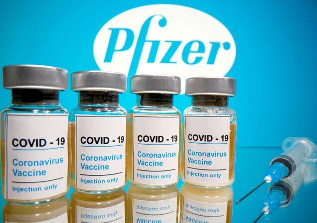 Flacons du vaccin de Pfizer et BioNTech