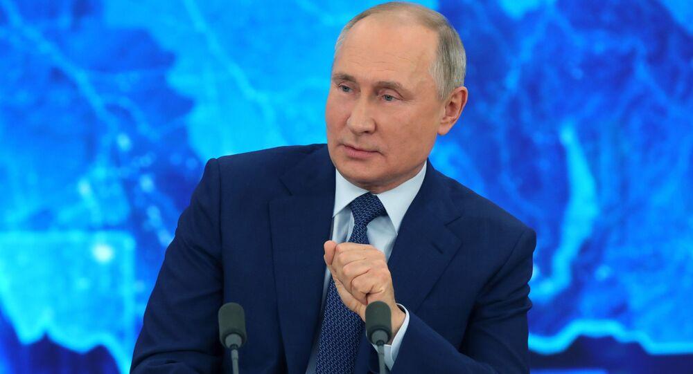 Vladimir Poutine tient sa conférence de presse annuelle, le 17 décembre 2020