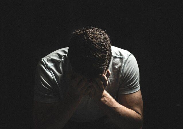 Un homme triste (image d'illustration)