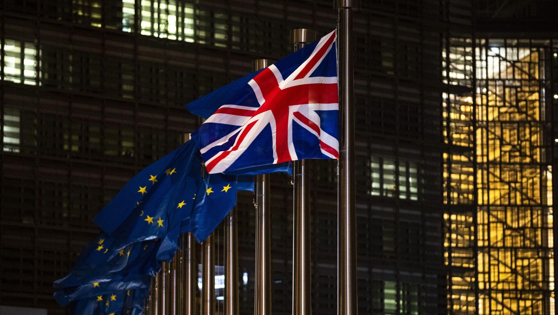 Les drapeaux de l'UE et du Royaume-Uni - Sputnik France, 1920, 14.09.2021