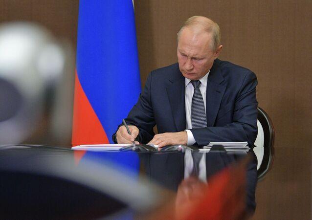 Vladimir Poutine préside une réunion du Conseil d'État