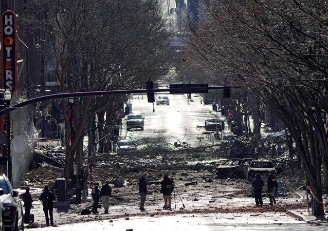 Une équipe d'enquêteurs sur les lieux de l'explosion à Nashville (décembre 2020)