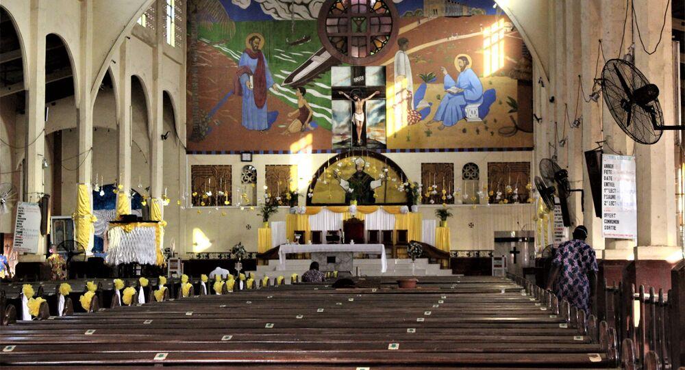 L'église catholique Saint-Augustin-d'Amoutievé vide ce samedi 26 décembre 2020 du fait de la décision du gouvernement de ne célébrer que le dimanche à cause de Covid-19.