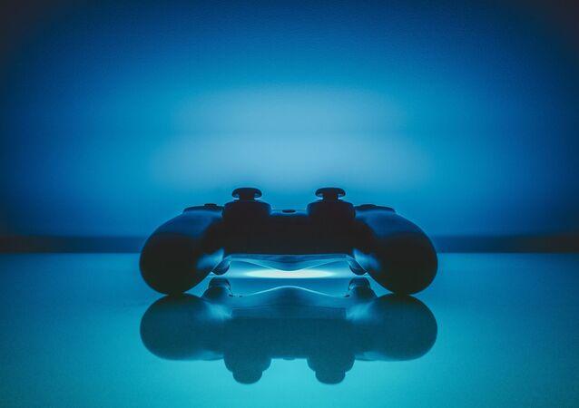 Une manette d'une PlayStation (image d'illustration)