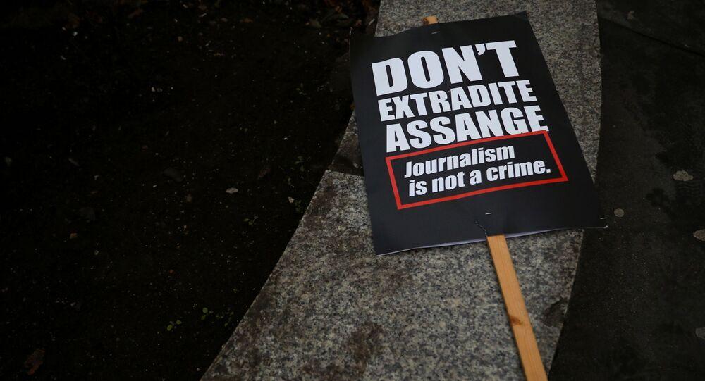 Une pancarte appelant à interdire l'extradition de Julian Assange vers les Etats-Unis (archive photo)