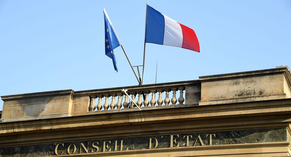 Une photo prise le 18 octobre 2018 sur la place du Palais Royal à Paris montre une vue de l'entrée du Conseil d'État français.
