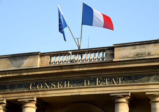 Une photo prise le 18 octobre 2018 sur la place du Palais Royal à Paris montre une vue de l'entrée du Conseil d'État français. (Photo de BERTRAND GUAY / AFP)