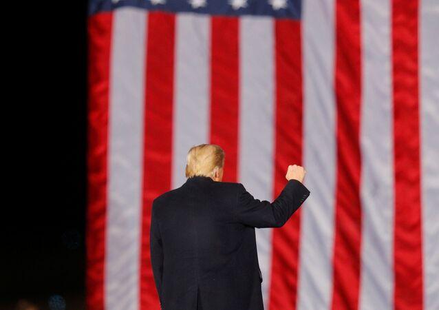 Le Président américain sortant Donald Trump en campagne à Dalton, Géorgie, États-Unis, le 4 janvier 2021.