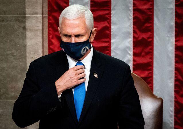 Le vice-Président Mike Pence au Congrès à Washington le 6 janvier 2021. Erin Schaff/Pool via REUTERS