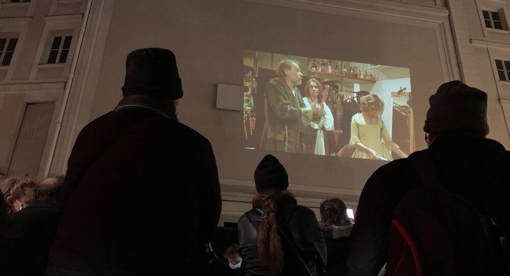 Des représentants des métiers du spectacle et de la restauration se sont réunis ce 9 janvier pour protester de façon créative contre la fermeture de leurs établissements