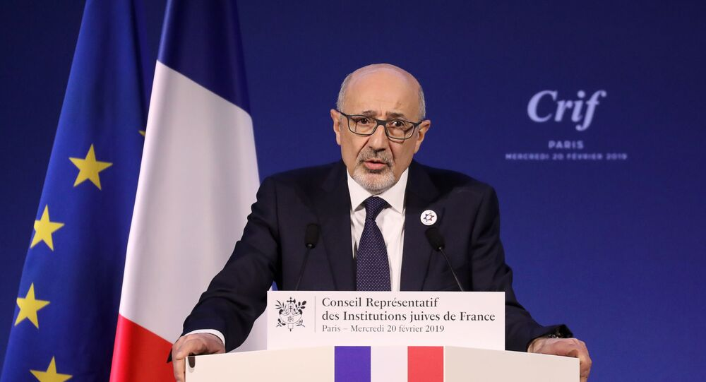 Conseil Representatif des Institutions Juives de France (CRIF) president Francis Kalifat (R) speaks during the 34th annual dinner of the Representative Council of Jewish Institutions of France (CRIF - Conseil Representatif des Institutions juives de France) on February 20, 2019, at the Louvre Carrousel in Paris. (Photo by LUDOVIC MARIN / POOL / AFP)