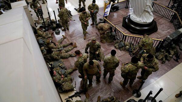 Des agents de la Garde nationale venus protéger le vote sur l'impeachment de Donald Trump au Capitole, le 13 janvier - Sputnik France