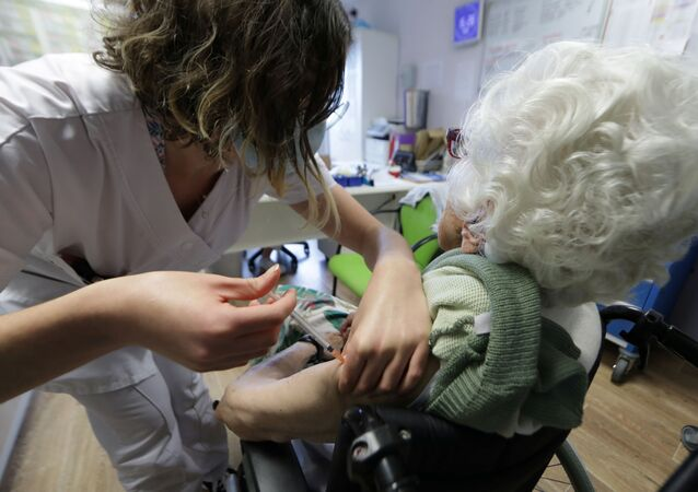 Vaccination contre le Covid-19 dans un ehpad de Villeneuve-Loubet, en France (archive photo)
