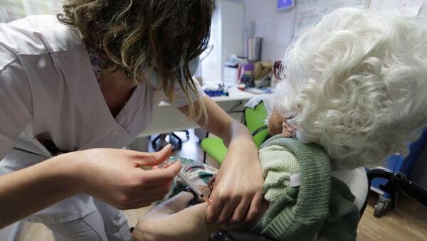 Vaccination contre le Covid-19 dans un ehpad de Villeneuve-Loubet, en France (archives) - Sputnik France
