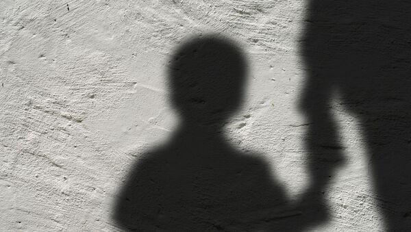 Silhouette d'un enfantt - Sputnik France