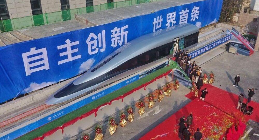Un prototype de train Maglev sur la ligne d'essai, le 13 janvier 2021