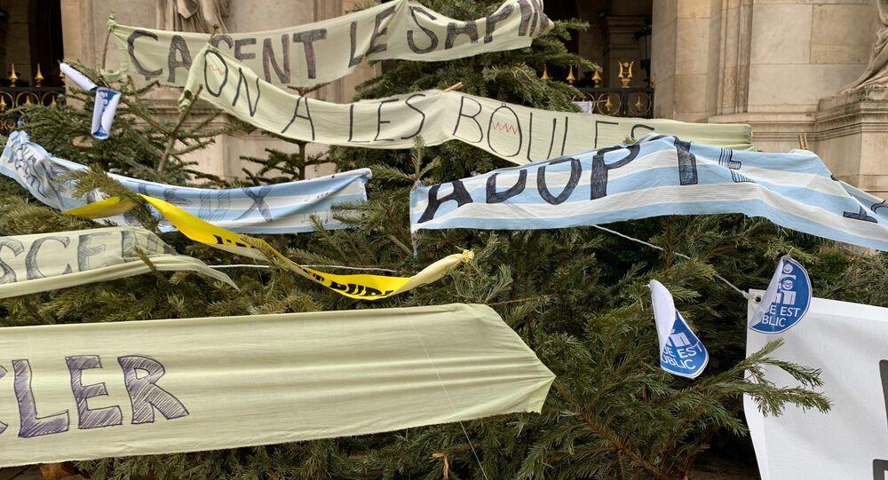 Manifestation des professionnels la culture devant l'Opéra le 19 janvier 2021