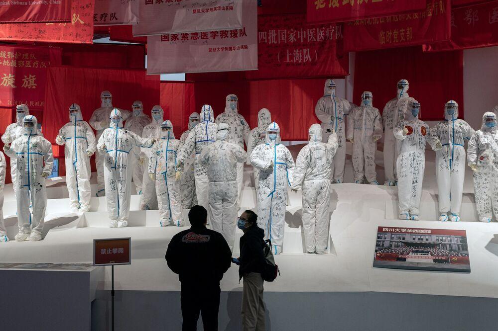 Une exposition consacrée à la lutte contre le Covid-19 à Wuhan