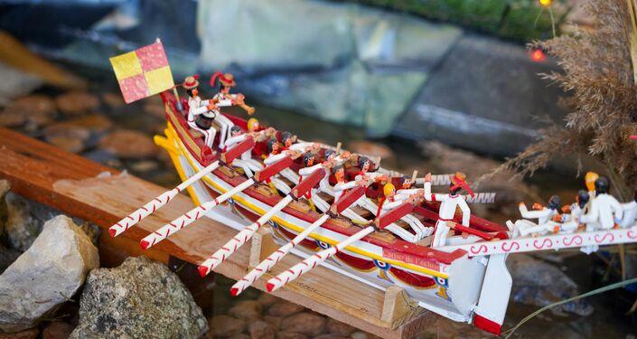 La représentation des joutes de Sète dans la crèche provençale de Noël 2020 à Beaucaire