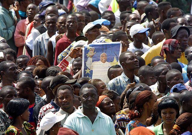 La population rend un dernier hommage à Laurent-Désiré Kabila, le 22 janvier 2001, Kinshasa