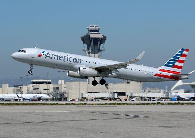 Un Airbus A321 d'American Airlines à l'aéroport international de Los Angeles