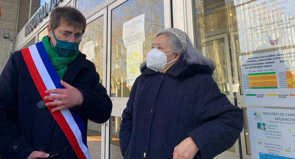 Tran To Nga (à droite), ancienne journaliste et militante franco-vietnamienne, lors du procès contre dix-neuf firmes chimiques ayant produit ou commercialisé l'Agent Orange, Evry, le 25 janvier 2021