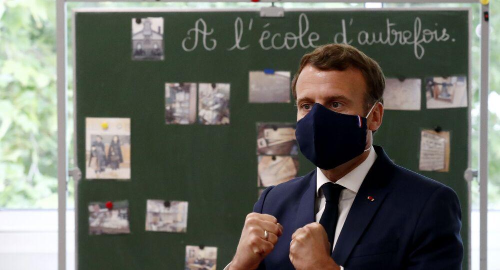 Emmanuel Macron en visite à l'école Pierre Ronsard de Poissy, le 5 mai 2020