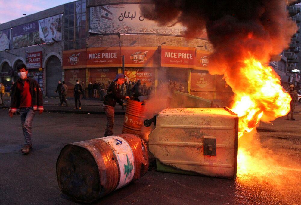 Une manifestation contre les restrictions sanitaires à Tripoli, au Liban, 26 janvier 2020