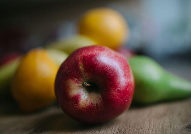 Une pomme rouge (image d'illustration)