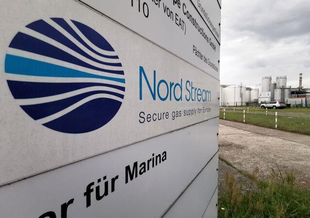 Un panneau d'information du gazoduc Nord Stream 2 à Lubmin, en Allemagne