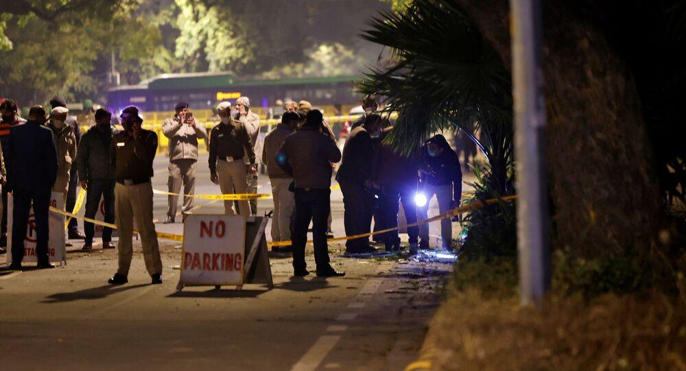La police examine le lieu d'une explosion survenue non loin de l'ambassade d'Israël à New Delhi, 29 janvier 2020