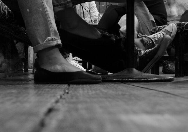 Des jambes des personnes (image d'illustration)