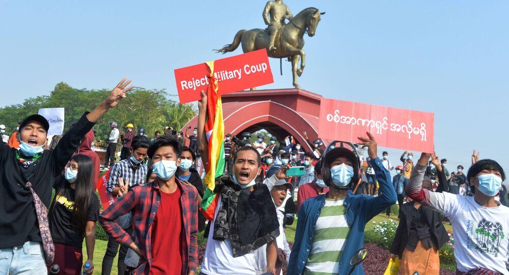 manifestation contre le coup d'État en Birmanie