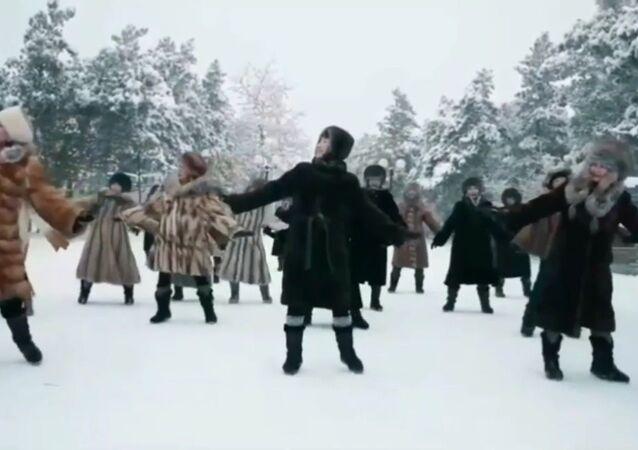 La danse de femmes yakoutes par -45˚C