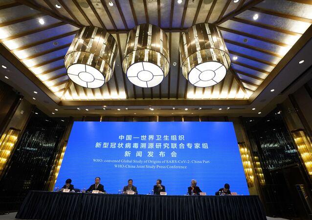 Une conférence de presse sur l'étude conjointe OMS-Chine se tient à la fin d'une mission visant à découvrir les origines de la pandémie, le mardi 9 février 2021.