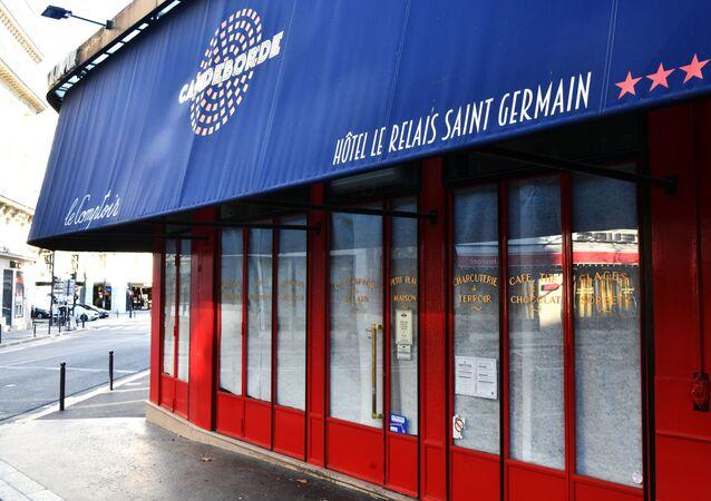 Café fermé à cause des mesures restrictives à Paris