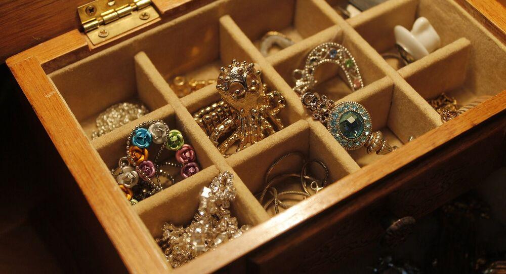 Des bijoux et de l'or