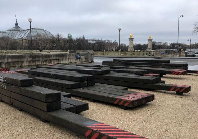 Paris, la vue du pont d'Alexandre III depuis l'esplanade Habib-Bourguiba