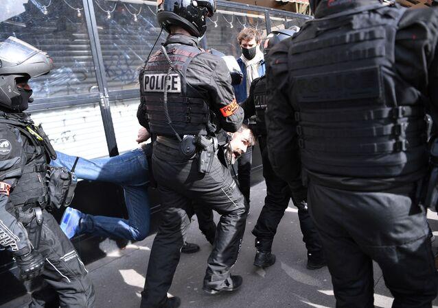 Jérôme Rodrigues interpellé en marge d'une manifestation pour la dissolution de Génération identitaire, le 20 février