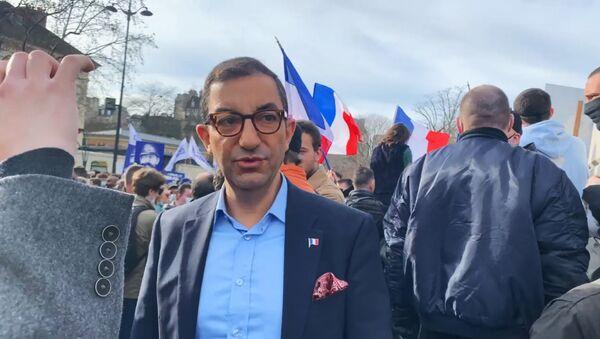 Jean Messiha lors de la manifestation contre la dissolution de Generation Identitaire, le 20 février 2021 - Sputnik France